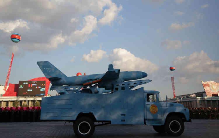 Un drone nord coréen présenté lors d'un imposant défilé militaire samedi 10 octobre.