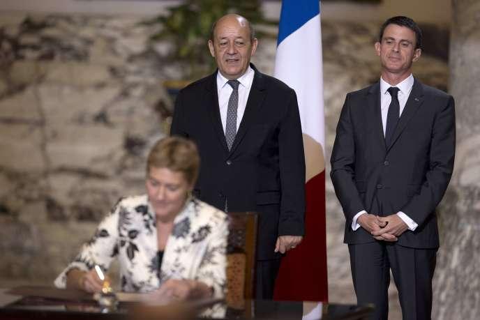Le ministre de la défense et le premier ministre ont fait le déplacement au Caire pour conclure la vente de deux navires Mistral à l'Egypte.