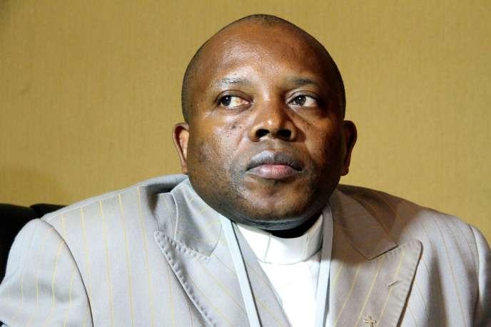 Les autorités congolaises ont annoncé samedi 10 octobre la démission du président de la commission chargée d'organiser les élections de 2016, le père Apollinaire Malumalu (ici, en 2013), « pour raisons de santé ».