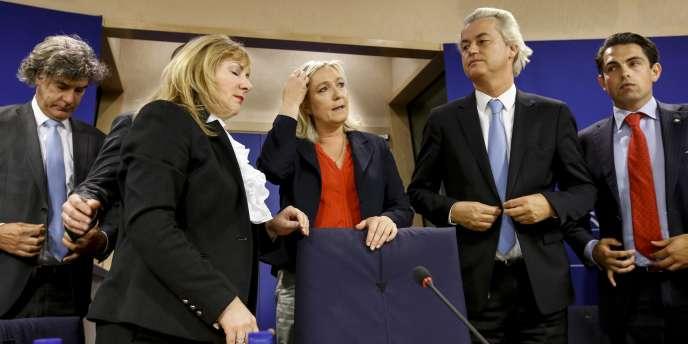 Marine Le Pen et Geert Wilders, à l'issue d'une conférence de presse de leur groupe au Parlement européen, à Bruxelles, le 16juin.