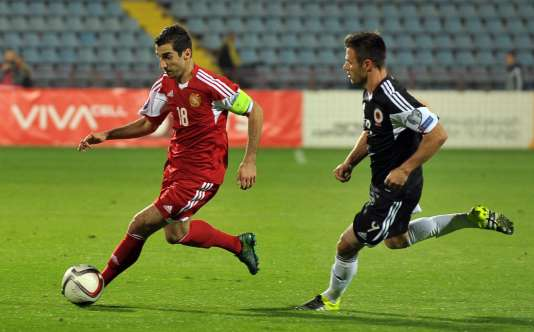 Henrikh Mkhitaryan (à gauche) sous le maillot arménien face à l'Albanie, le 11 octobre.