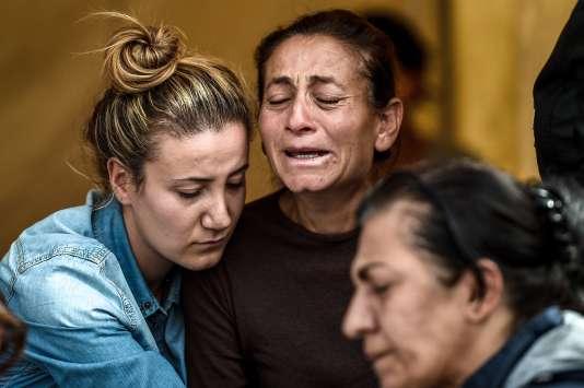 Premières funérailles des victimes de l'attentat d'Ankara dimanche 11 octobre.