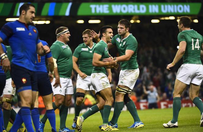 Conor Murray et les Irlandais fêtent leur victoire contre la France, dimanche à Cardiff.