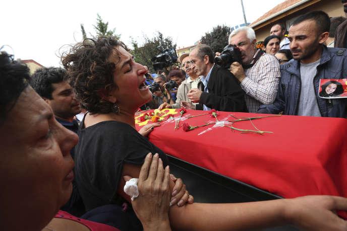 Funérailles au Pir Sultan Abdal Cemevi, un lieu de culte pour la communauté turque alevie, dans la périphérie d'Ankara, le 11 octobre 2015.