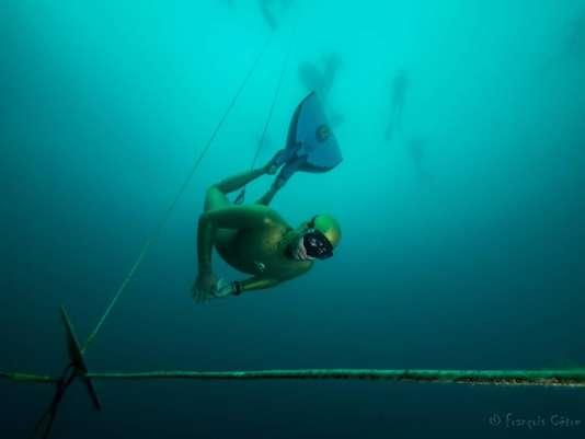 Epreuve de Jump Blue à Ischia (Italie), où se tiennent les Mondiaux d'apnée du 5 au 9octobre 2015.
