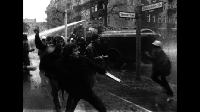 Manifestation du 4 novembre 1968. Images d'archives  reprises dans le film