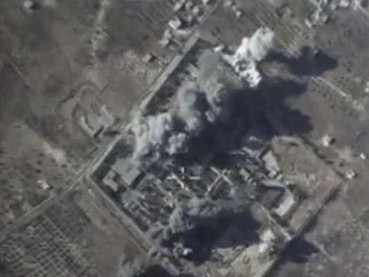 Photo diffusée par le ministère de la défense de la Russie d'une frappe aérienne dans la province d'Idlib, en Syrie, le 12octobre.