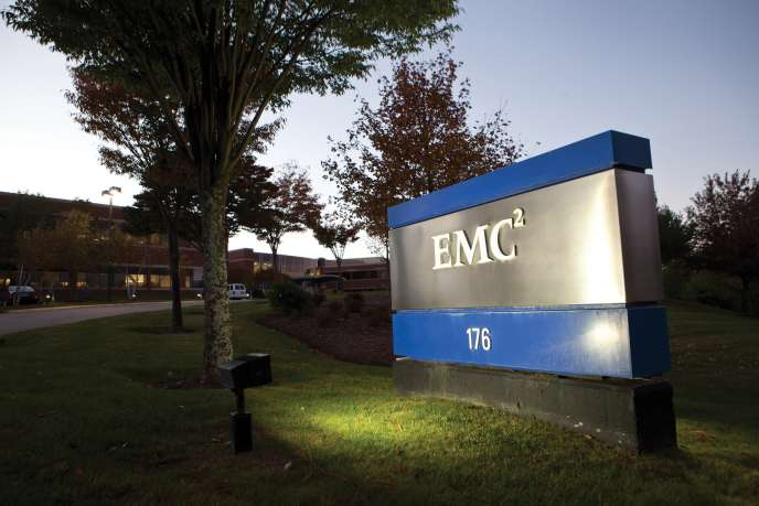 Logo d'EMC corporation.   Kayana Szymczak/Getty Images/AFP == FOR NEWSPAPERS, INTERNET, TELCOS & TELEVISION USE ONLY ==