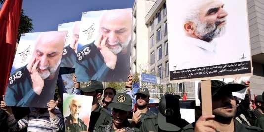 Des membres des Gardiens de la révolution iraniens participent, le 11 octobre 2015, à Téhéran aux funérailles du général Hossein Hamedani, tué en Syrie.