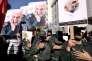 Des pasdarans défilent en brandissant des portraits du général Hamedani, à Téhéran, le 11octobre.