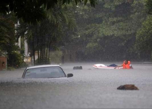 En août 2013, les autorités philippines ont mis en place plus de 200 centres d'évacuation : 600 000 personnes ont été affectées par des inondations records.