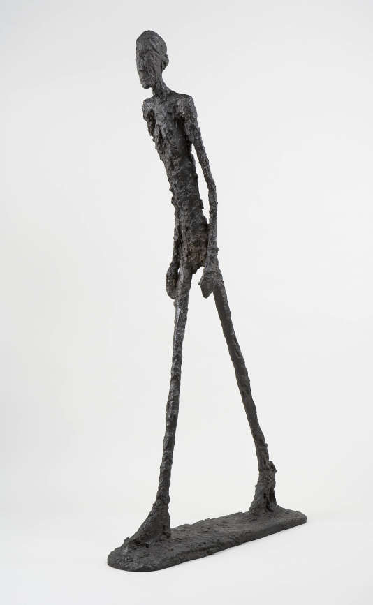Homme qui marche I, d'Alberto Giacometti (1960). Bronze, 180,5 x 27 x 97 cm Collection Fondation Giacometti, Paris.