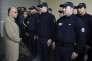 Bernard Cazeneuve rencontre des policiers à Saint-Ouen le 5 octobre 2015.
