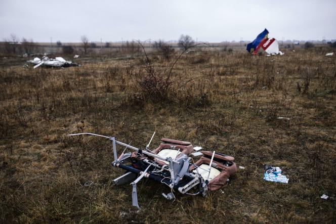 Des morceaux du Boeing 777 qui assurait le vol MH17 de la Malaysia Airlines, sur le lieu du crash, près de Hrabove (Ukraine),le 10 novembre 2014.