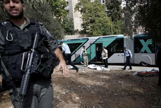 Pour la première fois depuis le 1er octobre, les passagers d'un bus à Jérusalem ont été attaqués, le 13 octobre.