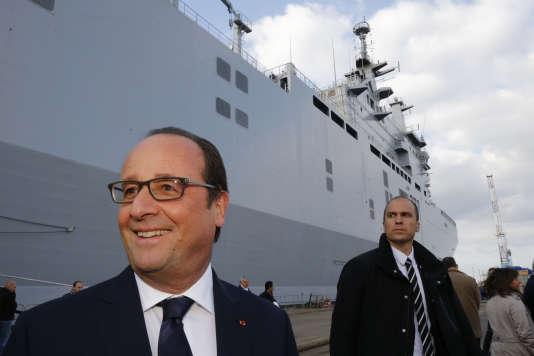Le président de la république François Hollande sur les chantiers navals de Saint-Nazaire, mercredi 13 octobre.