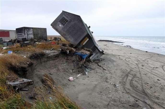 Les réfugiés climatiques sont les premières victimes du réchauffement. Ici, une maison détruite dans le village de Shishmaref, en Alaska.