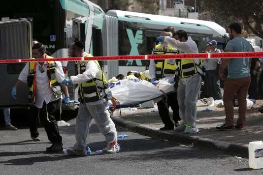 Mardi 13 octobre 2015 à Jérusalem-Est dans le quartier juif d'Armon Hanatziv, deux Palestiniens ont attaqué au couteau et au pistolet un bus de la ligne 78, tuant deux personnes et en blessant une dizaine d'autres.