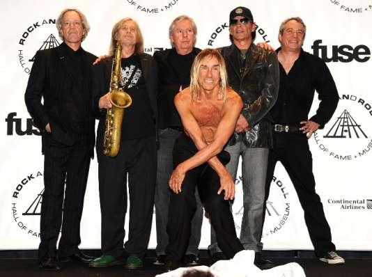 Steve Mackay (deuxième à partir de la gauche, saxophone en main) avec les Stooges reformés, en 2010 à New York.