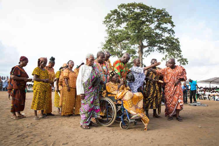 Chefs de village de Locoudro et Abobo-Doumé venus soutenir Alassane Ouattara lors de son meeting à Attecoubé, dimanche 11 octobre 2015.