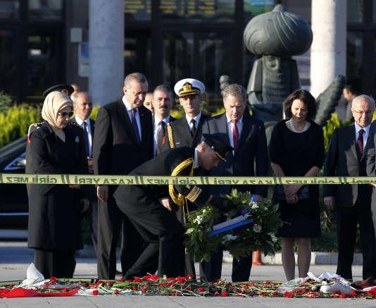 Le président turc Recep Tayyip Erdogan s'est recueilli sur les lieux de l'attentat d'Ankara, le 14 octobre.