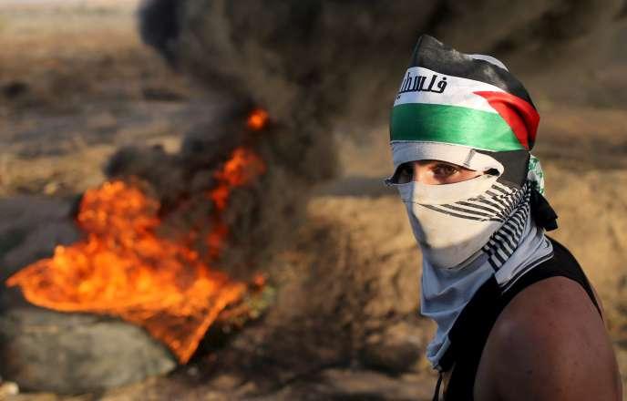 Des centaines de personnes manifestaient près de la barrière qui isole Israël de l'enclave palestinienne.