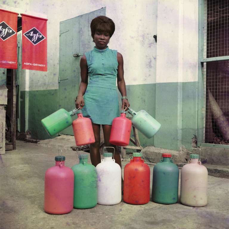 Sans titre no 4, une assistante de la boutique Sick-Hagemeyer, Accra, 1971. Courtesy Autograph ABP