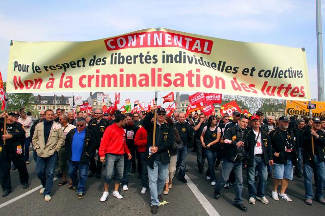 «Les accords de maintien dans l'emploi de Continental (2010), Bosch (2013), Smart (2015) ont finalement abouti à des suppressions d'emplois» (Manifestation le 3 mai 2011 à Compiègne).