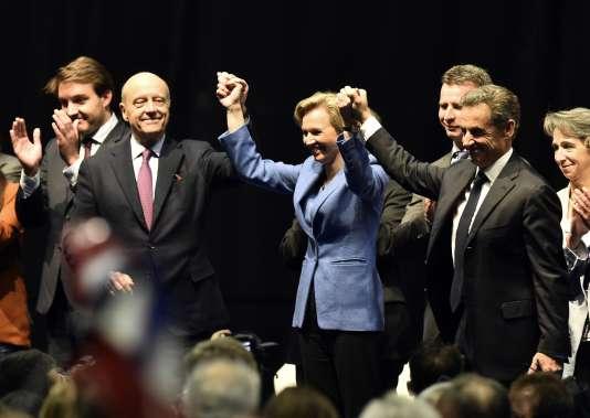 Alain Juppé et Nicolas Sarkozy ont fait montre de solidarité à l'approche des élections régionales, lors d'un meeting de Virginie Calmels, ex-adjointe de M. Juppé à Bordeaux et candidate en région Aquitaine-Limousin-Poitou-Charentes, le 14 octobre à Limoges.