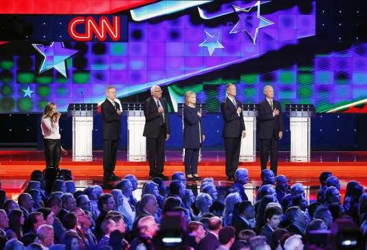 Les cinq candidats à l'investiture démocrate qui participaient au débat sur CNN, le13octobre2015.