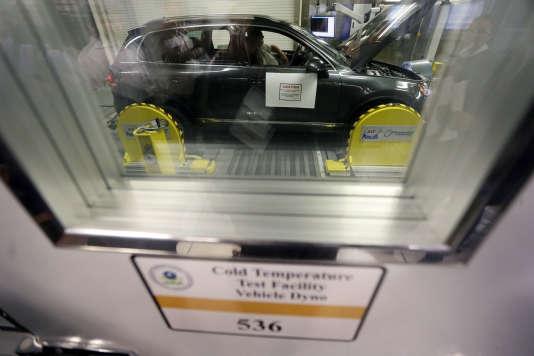 Une Volkswagen Touareg diesel testée à l'Agence de la protection environnementale,  Ann Arbor, dans le Michigan, le 13 octobre 2015.