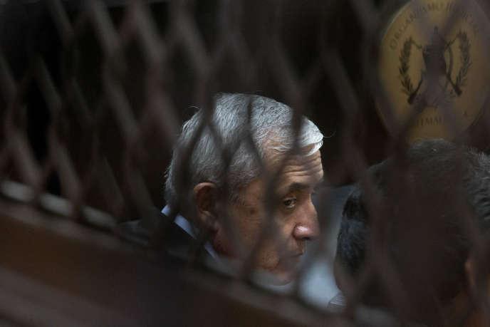 L'ancien président Otto Pérez Molina, devant le tribunal, le 14 octobre, à Guatemala.