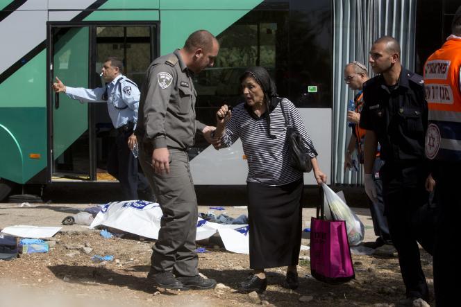A Jérusalem, mardi 13octobre, sur le site d'un attentat.