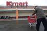 La commercialisation des cartes-cadeaux a déjà débuté dans les supermarchés Kmart.
