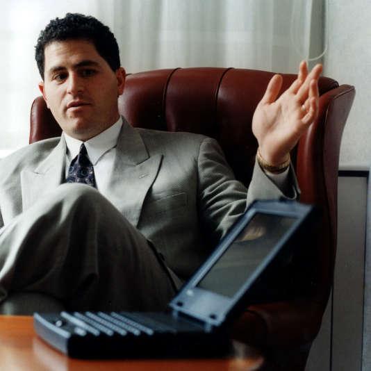 Michael Dell, PDG de l'entreprise qui porte son nom, ici en 2001 pour la présentation d'un nouveau modèle de PC portable.