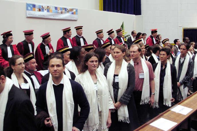 Remise des diplômes de doctorat à l'université Pierre-et-Marie-Curie (UMPC), en juin 2007.