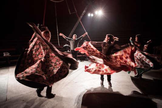 Répétition de danse au cirque tzigane Romanès.
