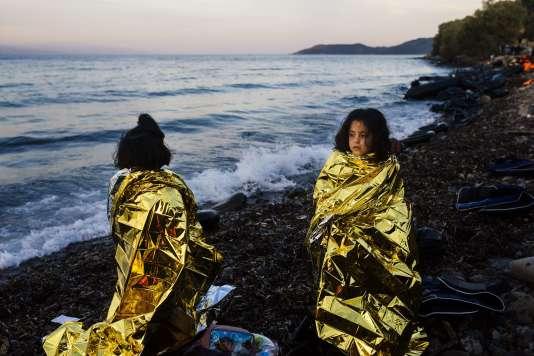 Des enfants arrivés sur l'île de Lesbos après avoir traversé la mer Egée depuis la Turquie, le 14 octobre 2015.