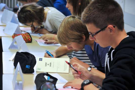 Des collégiens dans une école à Nantes, en septembre 2012.