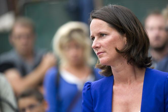 La maire PS de Nantes, Johanna Rolland, a simplement déclaré que l'ouverture des commerces le dimanche plus régulièrement n'est pas dans sa ligne politique