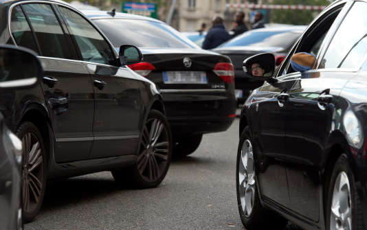 Manifestation de chauffeurs de VTC de la société Uber à Porte Maillot, Paris, le9octobre 2015.