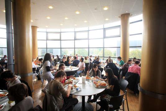 Le restaurant universitaire de la faculté de Nanterre en octobre 2007.