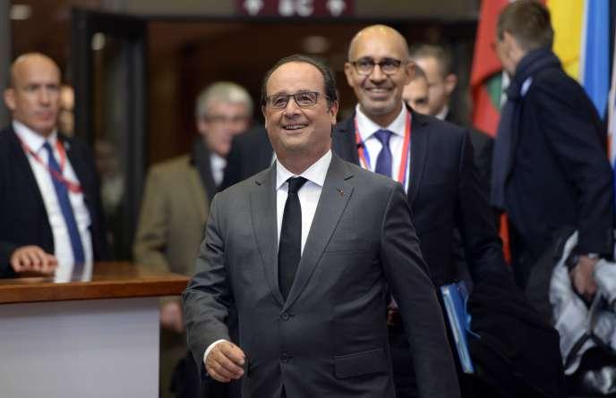 François Hollande à la sortie du sommet européen à Bruxelles, le 15 octobre.