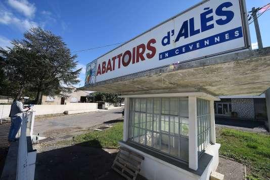 L'abattoir d'Alès a été fermé à titre conservatoire après la diffusion de vidéos choquantes sur ses pratiques.