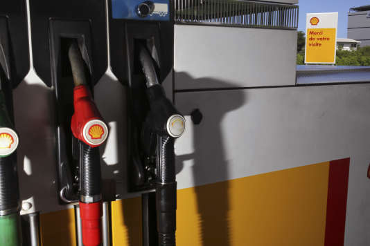 Une pompe à essence à Ville-du-Port, à La Réunion, en janvier 2015.