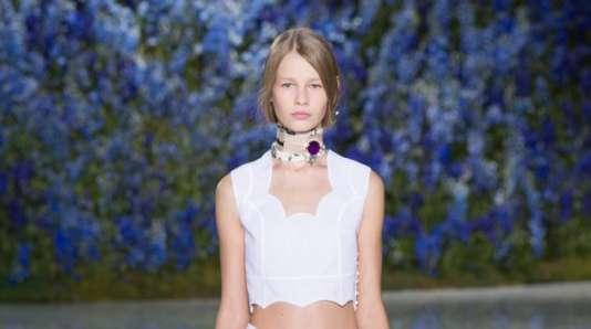 Sofia Mechetner a ouvert le défilé printemps-été 2016 de Dior, à Paris, le 2 octobre.