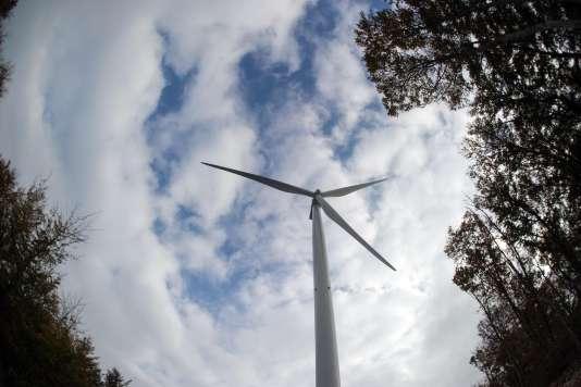 Une éolienne installée aux Monts du Lomont, dans l'est de la France, en octobre.
