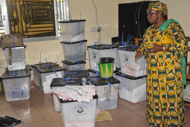 Dans un centre de dépouillement des votes, de la commune de Ratoma, à Conakry
