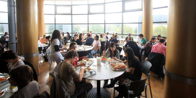Picture of the restaurant taken on the first day of the academic year in Nanterre university, 09 October 2007 in Nanterre, a suburb of Paris. Nanterre, the place where the student protests begun in May 68, will celebrate in 2008 the 40th anniversary of the revolt which led to drastic political and social changes in France. AFP PHOTO MARC WATTRELOT