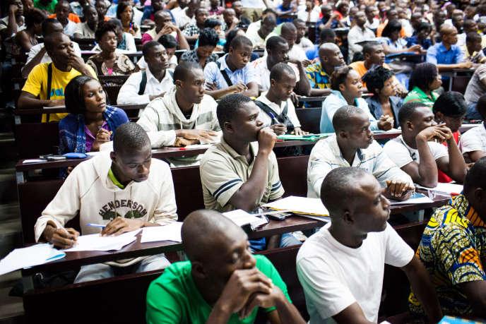 L'amphithéâtre Léon Robert de l'université Félix Houphouët-Boigny d'Abidjan, laquelle compte plus de 65 000 étudiants